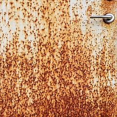 my door is oldways rusty for you! (Soenke HH) Tags: square 11 door old rust rusty crusty pattern texture time past forgotten verfall alt tür rost vergessen tor zeit vergangenheit viereck composition doorknob kratzer olympus e5 swd1260 abandonment