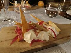 Délicieux et surprenant dîner à l'Auberge du Brand ! Tarte flambée déstructurée, crème au Munster, éclats de pâte, mousse de lard, lardons poêlés et pickles d'oignons. (Πichael C.) Tags: turckheim randonnée balade hike alsace 67 visite tourisme village
