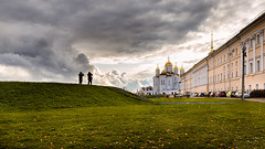 Chinese photographers shoot the Cathedral of the Assumption (Unicorn.mod) Tags: 2019 vladimircity october landsape cityscape cathedraloftheassumption clouds canonautumn autumn church temple manual manuallens manualshooting canon canoneosr samyang24mmf14edasifumc photographer photographers