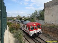 Tren de Cercanías de Renfe (Línea C-3) a su salida de la Estación de BUÑOL (Valencia) (fernanchel) Tags: spain renfe adif cercanias rodalies поезд bahnhöfe railway station estacion ferrocarril tren treno train c3 bunyol buñol 592 s592 火車