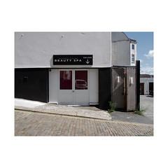 funky fish beauty spa salon (chrisinplymouth) Tags: salon beautyspa fish therapy door entrance shopfront plymouth devon england uk city cameo urbio cw69x xg funkyfish trait