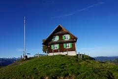 DSC02625 (Bergwandern Alpen) Tags: alpen alps bergwandern hiking wildegg alpwirtschaftwildegg kantonschwyz alpwirtschaft berggasthaus fahnenmast