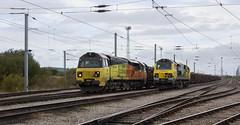 Ugly Sisters meet in Kingmoor Yard. (Marra Man) Tags: carlislenetworkyard kingmooryard carlislekingmooryard freightliner colasrailfreight class70 70015 70817 6j37