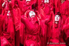 Extinction Rebellion ... (andrealinss) Tags: berlin berlinstreet berlinstreets berlinblockieren extinctionrebellion shutdownkudamm kundgebung protest protests proteste photojournalism klimakrise klimawandel klimaktastrophe andrealinss 35mm
