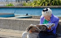2019 Street Photography (Sandrine Vivès-Rotger photography) Tags: england uk hastings coast oldlady reading paper english summer old grey streetphotography streetlife streetscene people blue pers weekend news newspaper hair bench