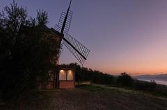 Molino de viento al amanecer (Luna y Valencia) Tags: viadimontefiesole firenze mulino mulinoavento amanecer sunrise alba