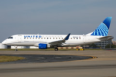 N612UX - Embraer ERJ-175LL - United Express - KATL - Oct 2019 (peachair) Tags: n612ux embraer e175 erj newcolors new colors katl atl atlanta hartsfield jackson 813