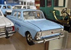 1960s MOSKVICH 408 Sedan on Scale (ClassicsOnTheStreet) Tags: moskvich 408 sedan 19641975 moskvich408 saloon limousine berline ussr cccp su rusland russia speelgoed spielzeug jouets juguetes giocattoli modelauto speelgoedauto toy toycar collection verzameling museumcollectie 60s 1960s 70s 1970s classic oldtimer klassieker veteran oldie classico gespot spotted carspot reims muséedautomobilesreimschampagne museum musée automobielmuseum automuseum automobilemuseum classiccarmuseum marne avenuegeorgesclémenceau frankrijk france francia frankreich f fr 2019 classicsonthestreet