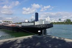 Vienna (Wien) - Donau - Danube (fred.weg) Tags: vienna wien donau danube boat bateau fleuve river shadow ombre austria