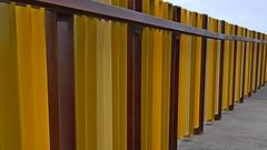 Valla en Amarillo (chuma23m) Tags: patrones valla amarillo