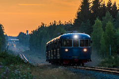 MUS 1955 (Arttu Uusitalo) Tags: keitelemuseo dm7 dmu diesel multipleunit mus mus1955 finland finnishrailways south ostrobothnia seinäjoki july evening night sunset summer tele