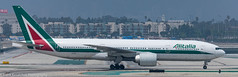 Alitalia 777 at LAX (Alaskan Dude) Tags: lax klax losangelesinternationalairport planewatching planespotting airplanes airlines aviation aircraft