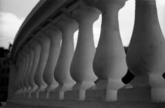 Curves (4foot2) Tags: curves streetphoto streetshot street streetphotography analogue film filmphotography 35mmfilm bw blackandwhite monochrome mono rolleiretro rolleiretro400s 400s voigtländervitob voigtländer vitob hc110 kodakhc110 kodak brighton 2019 fourfoottwo 4foot2 4foot2flickr 4foot2photostream