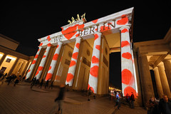 Lichterfest 2019 - Brandenburger Tor (Pascal Volk) Tags: berlin mitte pariserplatz brandenburgertor brandenburggate puertadebrandeburgo berlinleuchtet festivaloflights lichterfest berlinilluminated projection berlinmitte nacht night noche weloveberlin wideangle weitwinkel granangular superwideangle superweitwinkel ultrawideangle ultraweitwinkel ww wa sww swa uww uwa 15mm herbst fall autumn otoño canoneosr canonrf1535mmf28lisusm canondigitalphotoprofessional dxophotolab