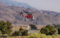 Picking Up A Load of Water (RS2Photography) Tags: fire california ca helicopter stiller heli fires flying canon natur nature photography flickr unofficial taboose firefighter canon80d naturephotography californiafire smugmug helicoptertransportservices n718ht water desert owensvalley inyo inyocounty owensriver smoke pilot sikorsky sikorskyhelicopter sikorskys64e skycrane firefighting helitanker htsn718ht