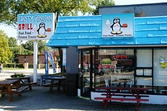 Frosty Penguin - Park Ridge, Illinois (Cragin Spring) Tags: illinois il midwest unitedstates usa unitedstatesofamerica suburb northwestsuburb sign restaurant icecream frostypenguin frosty penguin parkridge parkridgeil parkridgeillinois