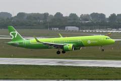 VQ-BDU Airbus A321-271N EDDL 17-05-19 (MarkP51) Tags: germany airport dusseldorf northrhinewestphalia plane airplane nikon image aircraft airliner d500 dus eddl markp51 nikonafp70300fx airbus vqbdu a321271n neo s7 sbi a321 s7airlines a321n rain