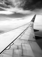 Fly KLM (Cedpics) Tags: sky flying aircraft boeing clouds klm wing aile iphone8 ciel avion