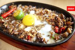 Lechon Sisig (APERTURE X & THE CULINARY ADVENTURER) Tags: food singapore filipino roastedpork hotplate egg offal