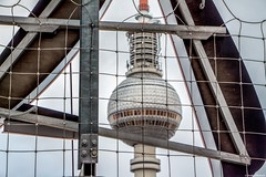 Berliner Fernsehturm (Jenke-PhotozZ) Tags: berlin buildings berlin365 perspective panorama tvtower turm tower motive mitte mylove netz view visitberlin vignette love lookup architecture architektur aussicht ausblick alexanderplatz germany myberlin city canon zoom