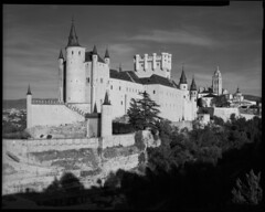 Alcazar de Segovia (Philippe Torterotot) Tags: largeformat film chamonix45n2 spain espagne españa castle château segovia castille leon fomapan100 foma 4x5 analog bnw blackandwhite noirblanc noiretblanc argentique argentic