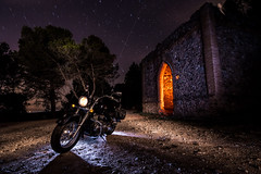 Lightpainting moto custom. (Ricardo Pallejá) Tags: lighpainting lightroom light luces lost longexposure largaexposición lostplaces ledlenser nikon d500 tokina1116 textura new nocturna night noche nightshoots nit decay abandono abandoned antiguo maglite urbanexploration urbex urbanphotography urbandecay underground urbexplaces urban landscape