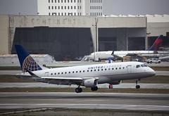 N202SY Embraer ERJ-175LR Skywest Airlines (corkspotter / Paul Daly) Tags: n202sy embraer erj175lr 170200lr e75l 17000624 l2j a19b18 skw oo skywest airlines 2016 preya 20161219 klax lax
