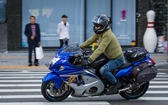 (seua_yai) Tags: asia southkorea candid people transportation traffic wheels street koreaseoul2019 motorbike motorcycle