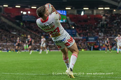 Lachlan Coote takes a high ball-2133 (G I Lyons) Tags: rugbyleague betfredsuperleague grandfinal oldtrafford salfordreddevils sthelens saints trafford greatermanchester unitedkingdom