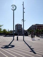 Den Sorte Plads (Håkan Dahlström) Tags: 2019 by copenhagen den denmark köpenhamn københavn lines nørrebro plads sorte superkilen capitalregionofdenmark f90 xt1 portrait cropped 0ev normal 20190824142420143 dng 223mm iso200 ¹⁄₄₀₀sek xf1855mmf284rlmois fujifilmxt1