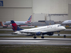 N606CZ Embraer ERJ-175LR Compass Airlines (corkspotter / Paul Daly) Tags: n606cz embraer erj175lr 170200lr e75s 17000188 l2j a7ddd3 cpz cp compass airlines 2007 ptsuh 20071024 klax lax los angeles