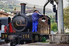 Alimentando a la Aurrera (lagunadani) Tags: steam locomotive locomotora vapor tren ferrocarril azpeitia fv 104 aurrera