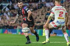 Jake Bibby kicks through-2201 (G I Lyons) Tags: rugbyleague betfredsuperleague grandfinal oldtrafford salfordreddevils sthelens saints trafford greatermanchester unitedkingdom