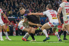 Josh Jones pokes his nose through the Saints defence-2058 (G I Lyons) Tags: rugbyleague betfredsuperleague grandfinal oldtrafford salfordreddevils sthelens saints trafford greatermanchester unitedkingdom