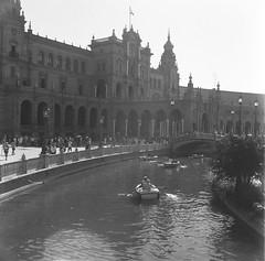 Plaza de España (ifleming) Tags: spain seville plazadeespaña ilfordhp5 rolleicord kodakxtol