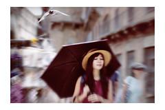 A wish free. Maybe the dove lands a hit. (Gudzwi) Tags: pigeon sommer himmel stadt taube aktion glück weis strase italien candid frau tier vogel gegenlicht mensch wunsch regenschirm traum sonnenschirm geschlosseneaugen strasenfotografie street city summer sky white action dove luck siena toskana bewegungsunschärfe bildbearbeitung sommereindruck italy woman bird animal umbrella dream streetphotography motionblur human parasol tuscany backlit wish closedeyes imageediting summerimpression zoom sonnenhut hut sunhat hat doubleprotection doppelterschutz icm hss sliderssunday magic magie