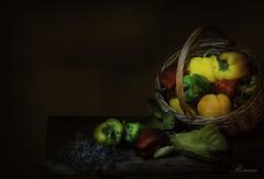 Frutos de otoño. (rosanaparrillaleal) Tags: pimientos frutos otoño amarillo rojo verde cesta mesa bodegón