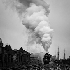 5428 Eric Treacy leaving Whitby (Barry Potter (EdenMedia)) Tags: barrypotter edenmedia nikon d7200 whitby nikkor blackandwhite nymr