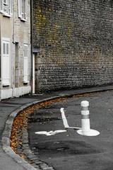 Street Fall... (Tonton Gilles) Tags: alençon normandie place saint léonard mur orange jaune feuilles mortes blanc gris trottoir paysage urbain