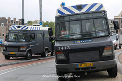 Dutch riot police Mercedes (Dutch emergency photos) Tags: politie polit politi polis polisi polisie police polici policie policia polizie polizi polizei polizia politia politievoertuig politievoertuigen policevehicle policevehicles 999 911 112 nederland nederlands nederlandse netherlands netherland dutch emergency photo photos foto fotos flickr blauw licht blue light lightbar lichtbalk lichtbak amsterdam amstelland politiebus politiebussen policevan policevans van vans auto autos me mobiele eenheid riot riotpolice mercedes benz mercedesbenz vario blnl35 1412 1413 blnl36