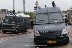 Dutch riot police Mercedes (Dutch emergency photos) Tags: politie polit politi polis polisi polisie police polici policie policia polizie polizi polizei polizia politia politievoertuig politievoertuigen policevehicle policevehicles 999 911 112 nederland nederlands nederlandse netherlands netherland dutch emergency photo photos foto fotos flickr blauw licht blue light lightbar lichtbalk lichtbak amsterdam amstelland politiebus politiebussen policevan policevans van vans auto autos me mobiele eenheid riot riotpolice mercedes benz mercedesbenz vario sprinter blnl35 1412 7311 02vvk3
