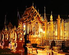 Wat Phra That Hariphunchai (ol'pete) Tags: watphrathathariphunchai วัดพระธาตุหริภุญชัย พุทธกาลนิชน buddhist ลำพูน lamphun ทำบุญ makemerit ประเทศไทย thailand เมืองไทย