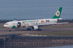 "EVA AIR A330-302 B-16331 ""Bad Badtz-Maru"" 00-4 (A.S. Kevin N.V.M.M. Chung) Tags: aviation aircraft aeroplane airport airlines apron plane spotting mfm macauinternationalairport airbus evaair a330 a330300 speciallivery hellokitty runway"