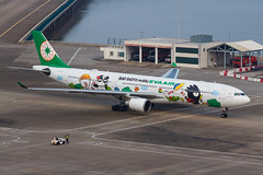 "EVA AIR A330-302 B-16331 ""Bad Badtz-Maru"" 00-9 (A.S. Kevin N.V.M.M. Chung) Tags: aviation aircraft aeroplane airport airlines apron plane spotting mfm macauinternationalairport airbus evaair a330 a330300 speciallivery hellokitty beacon"