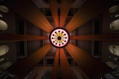 Hall (Guillermo Relaño) Tags: pastoral sinfonía sexta beethoven 6 teatro nuevoapolo madrid especial pqee ¿porquéesespecial edgarmartín guillermorelaño sony a7 a7iii a7m3 concierto ensayo wideangle granangular laowa 1018mm hall recibidor lámpara