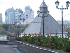 a perspective (VERUSHKA4) Tags: canon europe russia kazan ville city cityscape historic hccity vue view autumn september perspective tower roof wooden woodenroof farole street rue streetlamps building architecture ball flora flowers fleurs stairs kremlin nature kazankremlin tree verdure green red angle