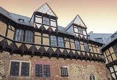 Burg Falkenstein im Harz (Helmut44) Tags: deutschland germany sachsenanhalt harz burganlage burgfalkenstein architektur fachwerkhaus framework mittelalter window fenster fächerrosette