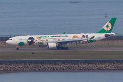 "EVA AIR A330-302 B-16331 ""Bad Badtz-Maru"" 00-2 (A.S. Kevin N.V.M.M. Chung) Tags: aviation aircraft aeroplane airport airlines apron plane spotting mfm macauinternationalairport airbus evaair a330 a330300 speciallivery hellokitty runway"