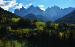 Val di Funes (giannipiras555) Tags: dolomiti funes valle altoadige autunno odle montagna natura landscape paesaggio panorama nuvole cielo nikon verde colori