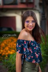 Flor (Pomediouda) Tags: women flor flowers luz portrait retrato mujer chica girl color naranja verde almeria españa espain sonrisa happy feliz gafas glases viento nikon nikonistas calle nature lightroom light